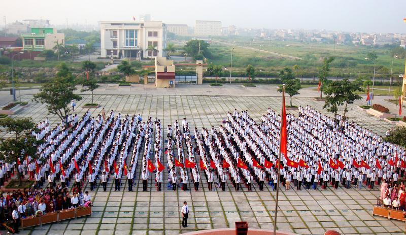 Trường THPT Chuyên Nguyễn Trãi tưng bừng đón chào năm học mới