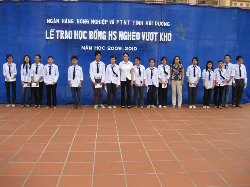 Trường Nguyễn Trãi tổ chức phát học bổng tài trợ năm học 2009-2010